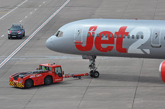 Push-back to re-position on a remote stand. (A380spotter) Tags: pushback apron tow tug tractor aircrafttractor schopf j2man14719 58 f110 undercarriage landinggear nosegear boeing 757 200 glsag friendlylowfares decal sticker jet2 jet2comlimited dartgroupplc exs ls gate22 22 terminal1 one multistoreycarpark mscp manchesterinternational ringway manchesterairportsgroup mag egcc man