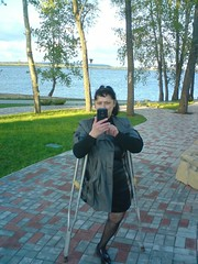amp-1396 (vsmrn) Tags: amputee woman crutches onelegged