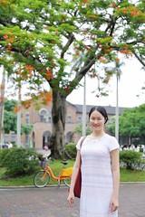 IMG_1804A (Ethene Lin) Tags: 台灣大學 鳳凰木 椰林大道 文學院 人像 腳踏車