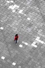 Lady Chess (Wackelaugen) Tags: plazadesantaana chess sc selectivecoloring pov lady woman laspalmas grancanaria spain europe canaries canaryislands canaryisles canon eos photo photography wackelaugen
