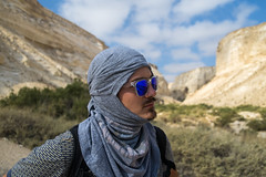 Artem (Boris Zhigun) Tags: israel sahlav taglit sa34814 fujifilm xmount xe1 desert portrait sunglasses park sky clouds mountains canyon negev ein avdat ovdat people face eretz