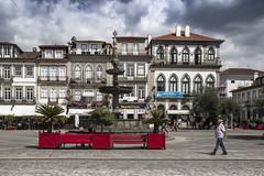 Largo de Camoes (ponzoñosa) Tags: portugal ponte puente lima limia praza square largo camoes red main plaza fuente fountain
