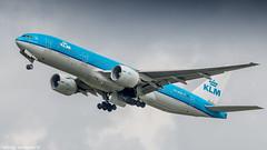 KLM 777-200ER leaving Amsterdam for Kuala Lumpur (Nicky Boogaard) Tags: boeing airbus aviation dmaviation aircanada klmcityhopper aa americanairlines kalittaair deltaairlines 787 dreamliner easyjet a319 747 freigther 747400 777200 77w 7878 7879 embrear e175 jetairways united keniaairways