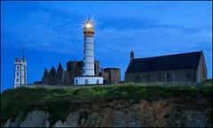 Bretagne (jeanny mueller) Tags: saintmathieu finistere crozon bretagne france frankreich breizh phare abbey lighthouse leuchtturm landscape seascape bluehour nignt nightscape longexposure light