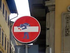 Senso vietato n°2 (scardeoni_fabrizio) Tags: segnale senso vietato rosso vigile cuore