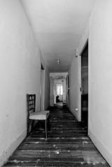 Pasillo (f@gra) Tags: pasillo aisle abandono abandoned sony sigma galicia spain graffiti indoor interior interiorismo interiordesign architecture silla chair urbex