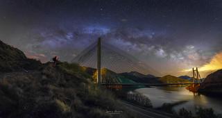 El puente bajo las estrellas
