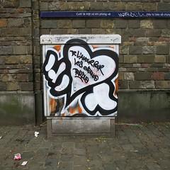 (ǝɹpɹoʇǝɹɐןıɥd) Tags: brussel brussels bruxelles belgique belgium belgië graffiti tag streetart idiot