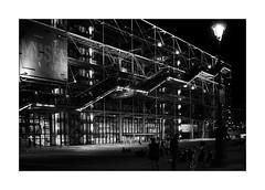 Centre Pompidou (Franco & Lia (on/off)) Tags: street photographiederue fotografiadistrada paris parigi france francia placepompidou biancoenero noiretblanc blackandwhite notte night bynight 2485f284