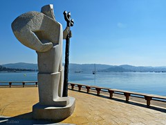 Vigilante de la Ría (Franco D´Albao) Tags: francodalbao dalbao lumix statue stone neptuno poseidón ríadevigo moaña piedra mar sea tridente trident
