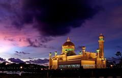 Sultan Omar Ali Saifuddin Mosque. Brunei. (Bernard Spragg) Tags: bandarseribegawan sultanomaralisaifuddinmosque brunei asia sony buildings mosque evening sunset sky