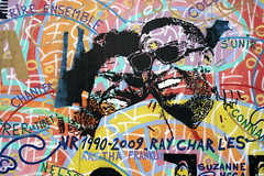 The Queen and the Genius of Soul (just.Luc) Tags: queenofsoul geniusofsoul arethafranklin raycharles singer zanger zangeres chanteur chanteuse mural streetart urbanart europa europe wall mauer mur muur paint verf peinture painting farben kleuren couleurs colours colors portrait portret ritratto retrato faces gezichten visages berlin berlijn deutschland duitsland allemagne germany eastsidegallery art kunst joy fun laughing lachend rire mühlenstrasse