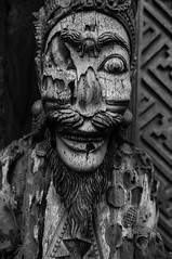 Faces Of Bali 5 (Vol'tordu) Tags: statues statue bali indonesia hindouisme hinduism blackandwhite bw highcontrast wooden malice smile creepy ubud