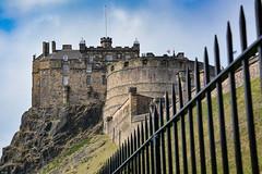 ... fence ... (wolli s) Tags: edinburgh fence greatbritania hff happyfencefriday scotland uk castle vereinigteskönigreich gb nikon nikkor d7100 1680