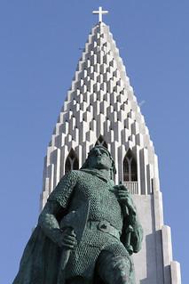 Leifur Eiríksson statue outside Hallgrímskirkja, Skólavörðuholt, Reykjavík, Iceland