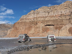 Crossing the Kali Gandaki river near Chele (alainloss) Tags: nepal uppermustang chele kaligandaki river