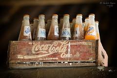 Coca Cola vs. Fanta (ab-planepictures) Tags: coca cola fante getränke dekoration alt old deko