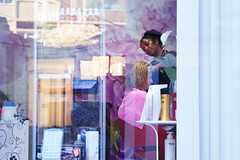 Become Blond. Another hair story. (Gudzwi) Tags: fenster friseur hairstylist friseurin hairdresser haarstylist shop store schaufenster window storewindow friseursalon spiegelung reflection street streetphotography urban