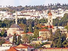 Grèce, l'île de Rhodes, la Mosquée de Soliman à gauche (Roger-11-Narbonne) Tags: rhodes château ancien mosquée ville rempart