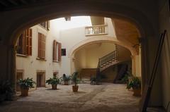 IMGP5740 Palma de Mallorca (kevin_livesey) Tags: arch archway islands balearic palma espagna spain courtyard mallorca
