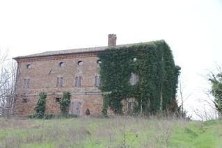 il palazzo quasi coperto di edera - Ripe Trecastelli