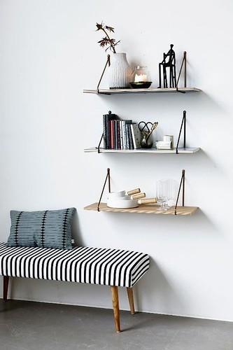 DIY Shelves Ideas : idée-déco-couloir-entrée-banquette...https://diypick.com/decoration/furniture/diy-shelves/diy-shelves-ideas-idee-deco-couloir-entree-banquette/