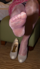IMG_4315.jpg (pantyhosestrumpfhose) Tags: pantyhose strumpfhose nylons tights collant strümpfe struempfe shoe legs beine feet pantyhosefeet pantyhoselegs nylonfeet nylonlegs