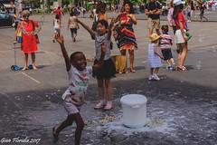 Bolle di sapone (2) (Gian Floridia) Tags: milano piazzaduomo bimbi bolle bubbles gioco kids play sapone soap
