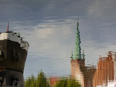 Lübecker Wasserspiele.... (Hier und Jetzt) Tags: reflection spiegelung lübeck hansestadt stpetri trave