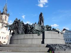 Prague - Place de la Vieille-Ville - Mémorial de Jan Hus (Fontaines de Rome) Tags: prague place vieille ville mémorial jan hus praha staroměstské náměstí pomnik jana husa ladislav šaloun