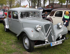 Traction Avant (Schwanzus_Longus) Tags: citroën bruchhausen vilsen german germany french france old classic vintage car vehicle citroen sedan saloon bn 11 bn11 traction avant