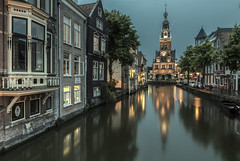 Rainy evening in Alkmaar, Noord-Holland. (Jan Sluijter) Tags: alkmaar waag zijdam fnidsen oudorp luttik waaggebouw kaasmarkt kaas cheese cheesemarket renaissance architecture kaasmuseum noordholland waagplein houttil