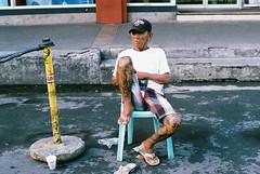 (Jose Mari Manio) Tags: philippines manila minolta srt film fujicolor street filipino analog rokkor superia people