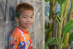 shirt and hair match (the foreign photographer - ฝรั่งถ่) Tags: young boy colorful shirt bleached hair khlong thanon portrait bangkhen bangkok thailand nikon d3200