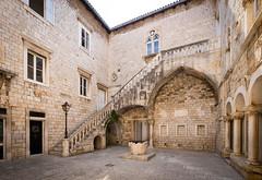 Trogir (G Dubuc) Tags: croatie mer barques églises ruines