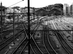 Voie ferrée (François Tomasi) Tags: yahoo google flickr françoistomasi gare villedetours indreetloire touraine tours garedetours pointdevue pointofview pov noiretblanc blackandwhite france europe train reflex nikon juin 2017 lumière lights light photo photography photographie photoshop
