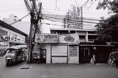 Thong Lo - Bangkok (35mm) (jcbkk1956) Tags: bangkok thailand thonglo street tuktuk traffic nikon nikonf nikkor 20mmf4 ilford ilfordpan100 film 35mm restaurant japanese streetfurniture signs women asian walking wideangle worldtrekker