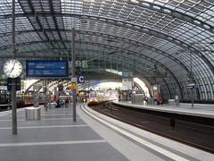 Berlin Hauptbahnhof, oberste Ebene, Gleise 11 bis 16 (bayernernst) Tags: 2017 juni 08062017 snc11170 deutschland berlin berlinhauptbahnhof hauptbahnhof bahnhof odeg sbahn sbahnberlin hr