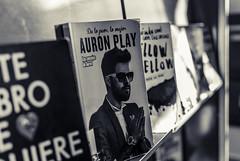 Auron (Oxkar G) Tags: nikon d200 exterior city ciudad lente manual blanconegro blanco negro noir blanc blackwhite monocromo gente interior libro tapa biblioteca
