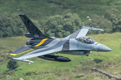 3C4A2685 (Danny Jones' Photography) Tags: baf belgian belgium airforce stinger 1squadron 1stsquadron f16 fighterjet fighterpilot fightingfalcon lowlevel machloop northwales cadwest cad cadeast talyllyn dollgellau machynlyth warmachine special scheme