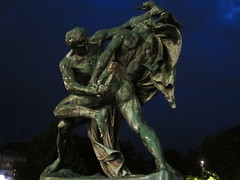 Bältespännarna sculpture at night, Gothenburg, Sweden (Paul McClure DC) Tags: gothenburg göteborg sweden sverige july2015 historic sculpture