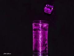 Hielo (Jotha Garcia) Tags: hielo ice eis glace vaso verre glas glass agua water eau wasser gotas regentropfen drops nikond3200 jothagarcia 2017 junio juni june juin verano summer été sommer f3556 nikkor180550mmf3556 refrescante erfrischend rafraîchissant refreshing