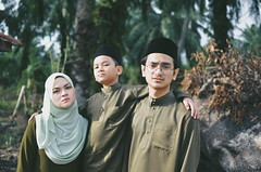 Eid al-Fitr 2017 | Sibs (Mr.rie) Tags: vsco a7 nikon dslr 35mm f18 family photo sibs sibling outdoor selfportrait green raya eidaalfitr aidilfitri matriye cheariee chearie mrrie rayacheariee