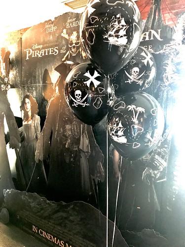 Tafeldecoratie 5ballonnen Gronddecoratie Premiere Pirates of the Caribean Dead Men Tell No Tales Arcaplex Bioscoop Spijkenisse