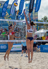 Qualifier Match 14: USA vs. Netherlands (cmfgu) Tags: craigfildesfineartamericacom fédérationinternationaledevolleyball internationalfederationofvolleyball fivb swatchfivbbeachvolleyballmajorseries worldtour fortlauderdale ftlauderdale browardcounty florida fl usa unitedstatesofamerica beach volleyball tournament professional sun sand tan athlete athletics ball net court set match game sports outdoors ocean palmtrees women woman bikini ned netherlands nederland joleinsinnema emilystockman