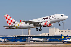 EI-FXP - Volotea Airlines - Airbus A319-111 (5B-DUS) Tags: eifxp volotea airlines airbus a319111 a319 pmi lepa palma de mallorca airport airplane aircraft aviation flughafen flugzeug plane planespotting spotting