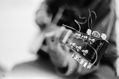Playin' (Carra.Dfgdef) Tags: canon eos 5 a2e canoneos5 canona2e yashica yashinodx 50mm f14 m42 screwmount m42mount yashinondx50mmf14 kodak tmax film 400asa push pushprocessing 500asa kodaktmax400 bw blackandwhitefilm pellicola 35mm 135 analog analogphotography filmphotography guitar classicguitar acoustic acustica chitarra guitarra analogguitarphotography allanalog fingers playing mood contrast grain grainy blancoynegro blackndwhite biancoenero bn byn monochrome monocromo barcelona martorell catalunya spain daytime ta wideopen bokeh dof closeup close minimumfocusdistance