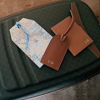 Viajar com estilo e acessórios personalizados!  Veja post completo em www.personalstylistbh.com.br  www.carolinedemolin.com.br    #moda #trend #fashion #tendencias #estilo #style #personalstylist #personalstylistbh #consultoriadeimagembh #consultoriademod