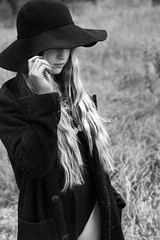 Bajo sombrero (Soledad Bezanilla) Tags: bajo under sombrero hat instantes momentos luz light arte art fotografia photography retrato portrait canoneos7d soledadbezanilla vida life naturaleza natura