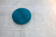 Museum Seating (just.Luc) Tags: leuven louvain löwen museum musée museo mmuseumleuven vlaamsbrabant vlaanderen flandres flanders minimalism minimalisme seating seat bank zitbank banc floor vloer sol belgium belgië belgique belgien belgica circle cirkel cercle rond round blue blauw bleu blau azul